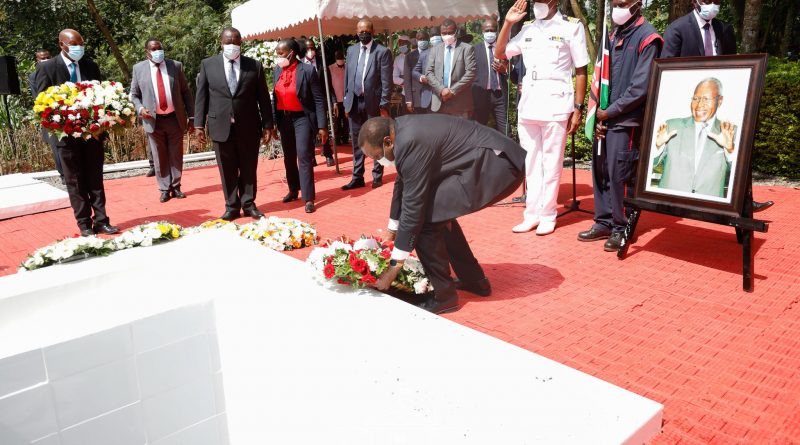 President Uhuru Kenyatta Leads Kenyans In Giving Former Cabinet Minister Simeon Nyachae A Heroic Send-off